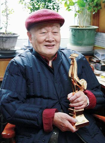 """""""中国第一剪""""傅正义去世!《青春之歌》等佳片均出自他之手"""