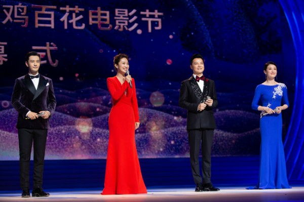 黄晓明跨界挑战金鸡百花电影节主持,丝绒西服造型儒雅绅士