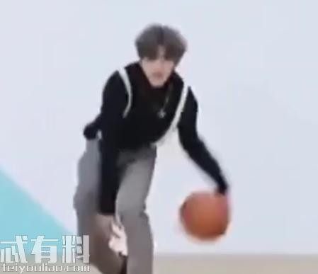 抖音蔡徐坤打篮球是什么梗